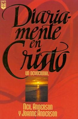 Diariamente En Cristo (Rústica) [Devocional]