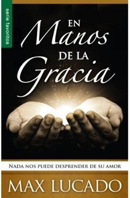 En Manos De La Gracia (Rústica) [Libro de Bolsillo]